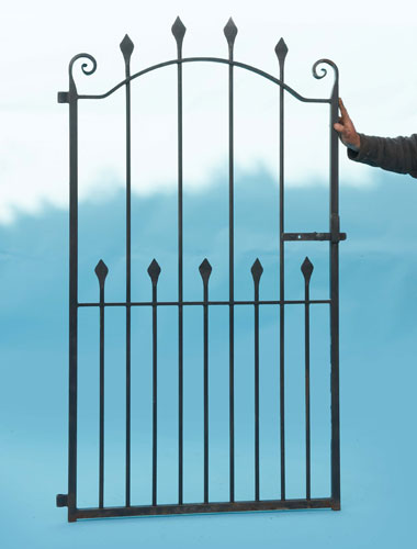 Side gate - Heavy duty - Top quality with hand forged scrolls and hand forged spears